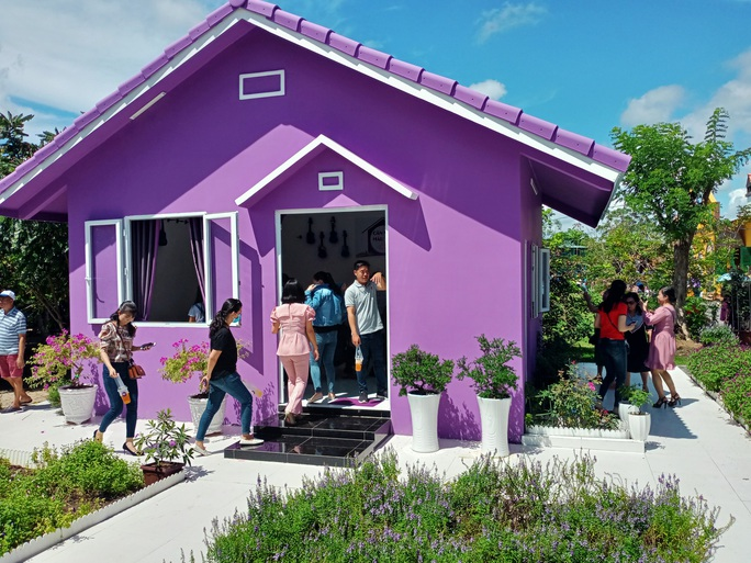 """CLIP: Căn nhà màu tím ở Cần Thơ """"đốn tim"""" du khách - Ảnh 19."""