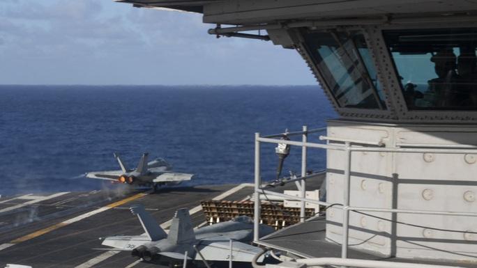 Cận cảnh 3 tàu sân bay Mỹ hoạt động ở cửa ngõ biển Đông - Ảnh 1.