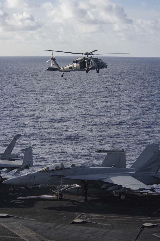 Cận cảnh 3 tàu sân bay Mỹ hoạt động ở cửa ngõ biển Đông - Ảnh 5.