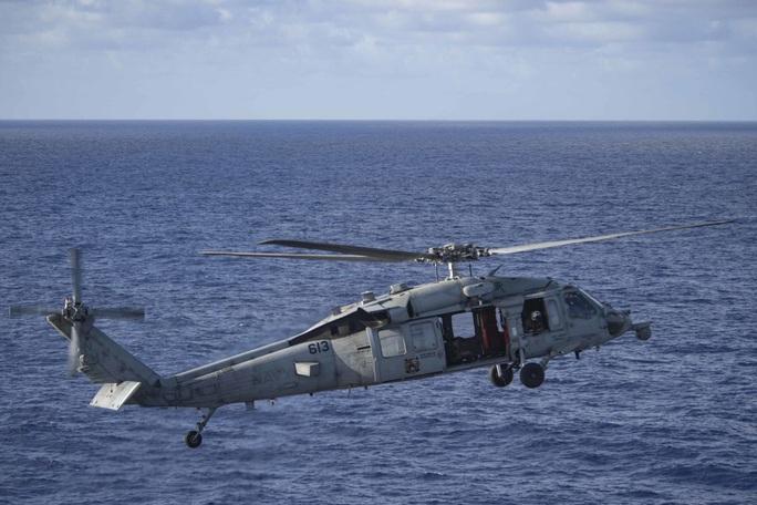 Cận cảnh 3 tàu sân bay Mỹ hoạt động ở cửa ngõ biển Đông - Ảnh 4.