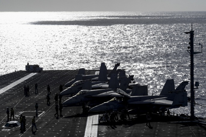 Cận cảnh 3 tàu sân bay Mỹ hoạt động ở cửa ngõ biển Đông - Ảnh 6.