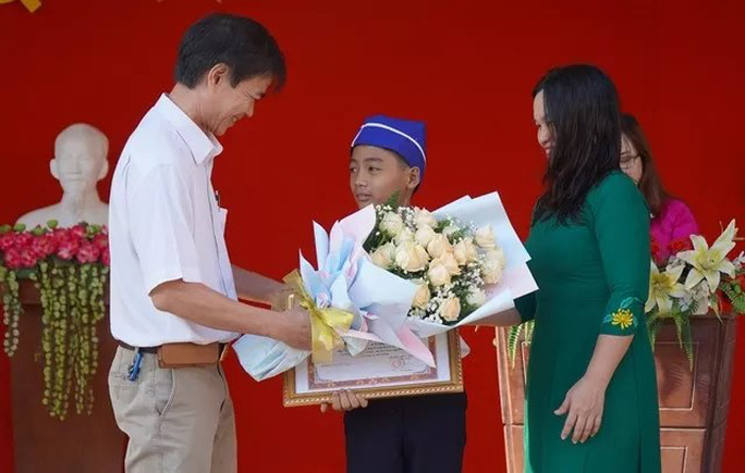 Diễn biến mới nhất vụ em học sinh dùng tay giải cứu cống ở Đồng Nai - Ảnh 1.