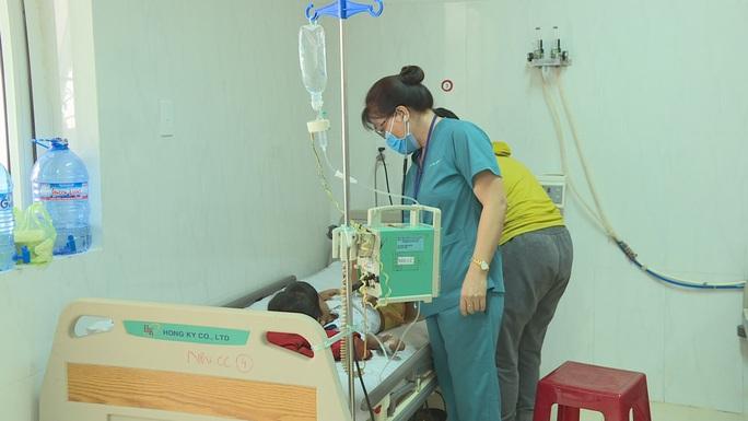 Ngộ độc sắn mì, cháu gái 6 tuổi tử vong, 2 cháu khác nhập viện - Ảnh 2.
