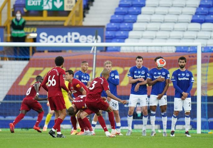 Rực lửa derby, Everton suýt gieo sầu cho Liverpool - Ảnh 4.