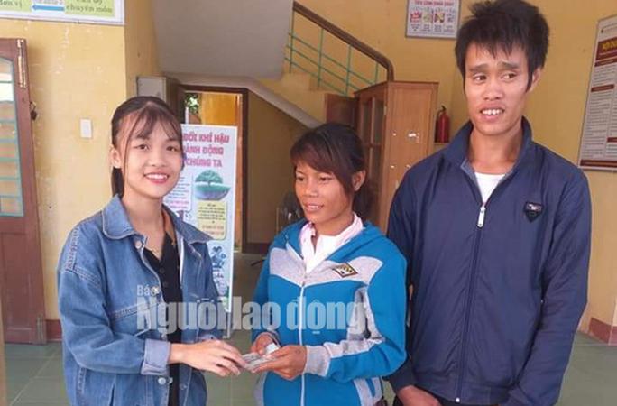 Cô gái trẻ trao trả 22 triệu đồng cùng vàng nhặt được cho cặp vợ chồng nghèo - Ảnh 1.