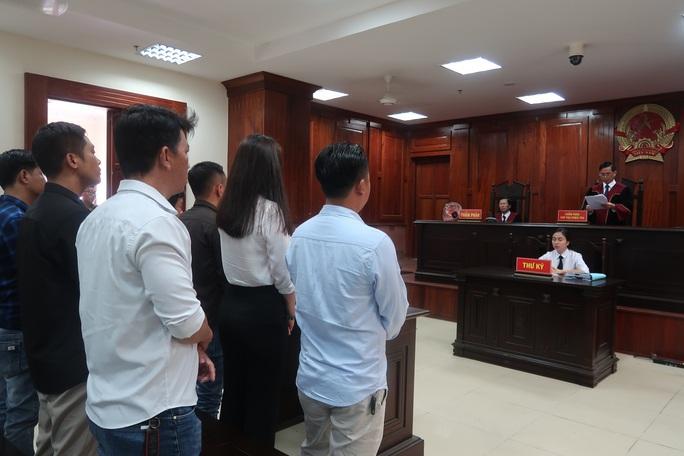 CLIP: Tòa vừa tuyên án, ông Chiêm Quốc Thái nói sẽ có động thái! - Ảnh 2.