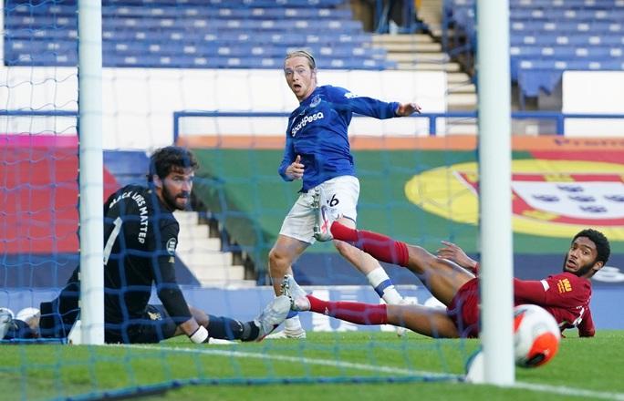 Rực lửa derby, Everton suýt gieo sầu cho Liverpool - Ảnh 5.