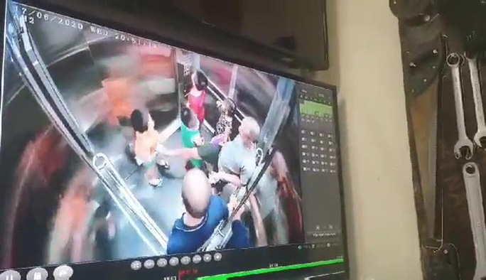 Chủ tịch Hà Nội yêu cầu điều tra 2 vụ nghi dâm ô trẻ em trong thang máy chung cư - Ảnh 1.