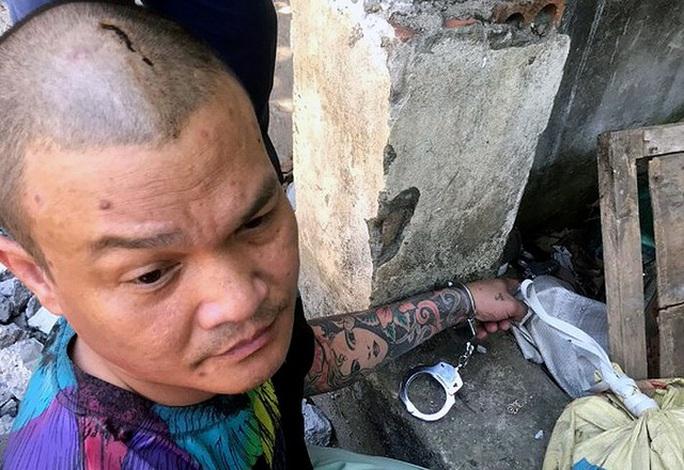 Khởi tố bị can kẻ dùng súng bắn trọng thương ca sĩ ở Hà Nội - Ảnh 1.
