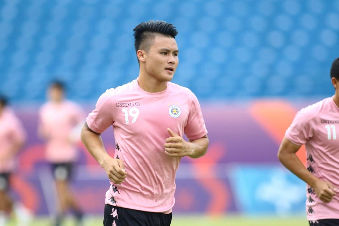 Cầu thủ Hà Nội vây quanh Quang Hải, HLV Chu Đình Nghiêm bảo vệ học trò tới cùng - Ảnh 3.