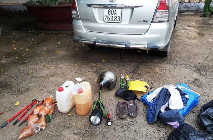 Tóm gọn đối tượng đi xe con trộm chó cùng nhiều hung khí nguy hiểm - Ảnh 2.