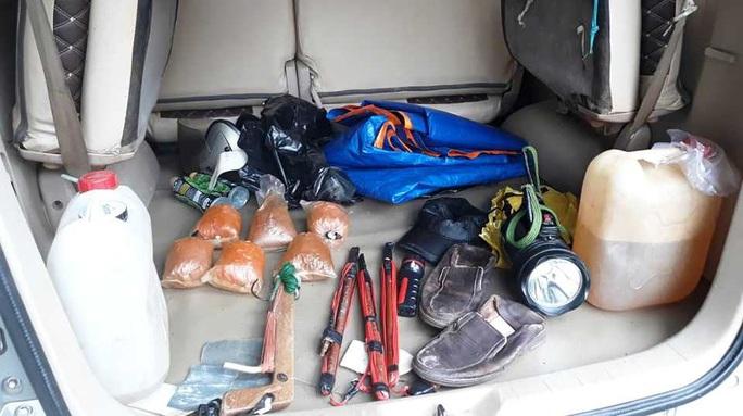 Tóm gọn đối tượng đi xe con trộm chó cùng nhiều hung khí nguy hiểm - Ảnh 3.