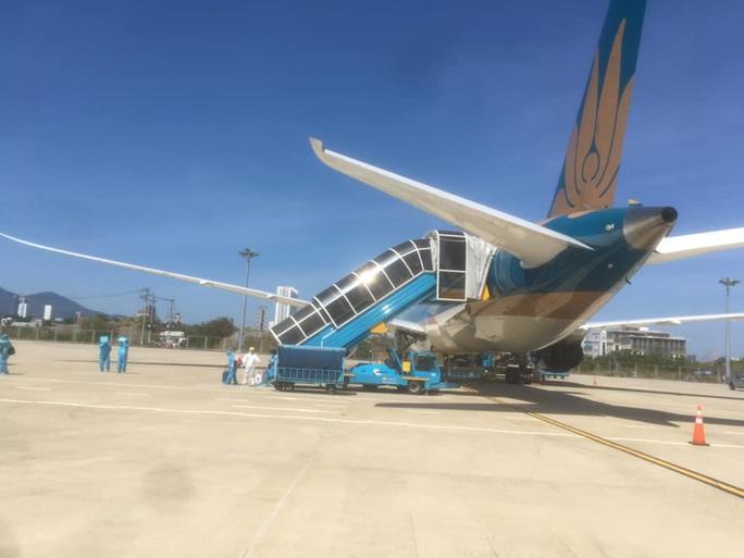 Sân bay Đà Nẵng đón 342 người Việt từ Nhật Bản về nước - Ảnh 2.