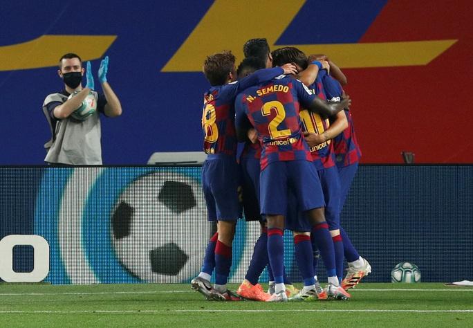 Barcelona tặng quà bất ngờ sinh nhật tuổi 33 Lionel Messi - Ảnh 7.
