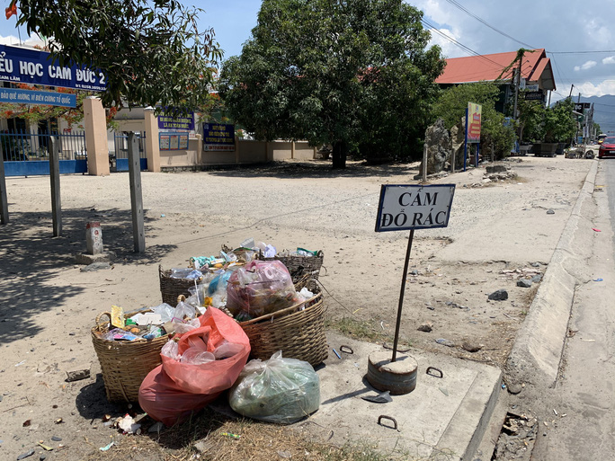 Cả huyện đau đầu vì thiếu bãi rác - Ảnh 1.