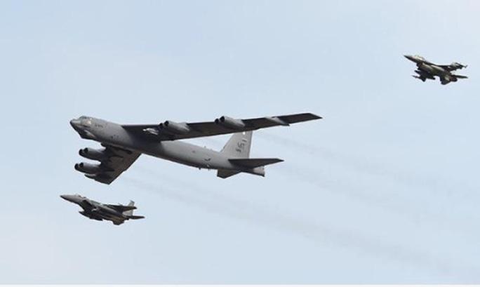 Lần thứ 3 máy bay ném bom B-52 Mỹ triển khai gần bán đảo Triều Tiên - Ảnh 1.