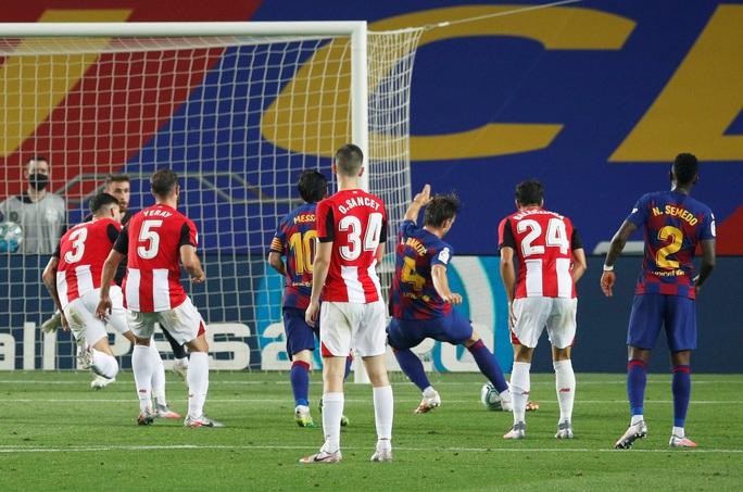 Barcelona tặng quà bất ngờ sinh nhật tuổi 33 Lionel Messi - Ảnh 6.