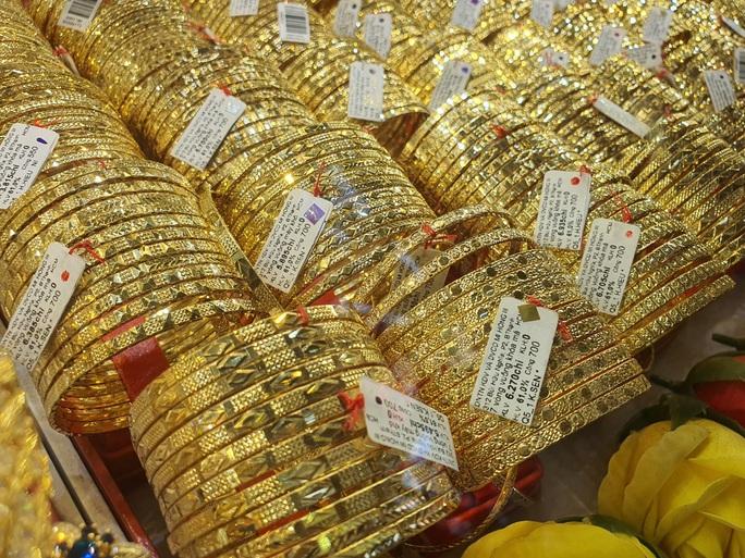 Giá vàng hôm nay 30-11: Vàng SJC, USD ngân hàng cùng giảm sốc - Ảnh 1.