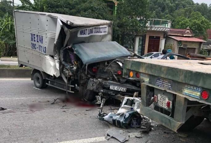 Xe tải tông đuôi xe đầu kéo, phụ xe đứt lìa cánh tay - Ảnh 1.