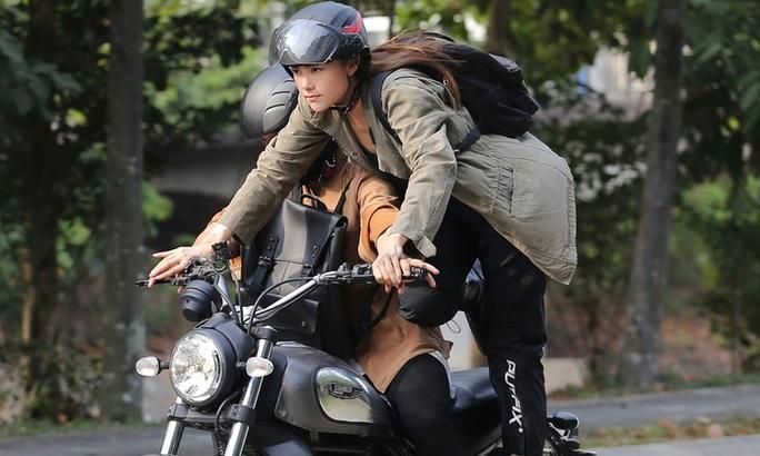"""Minh Hằng thu hút trong trailer """"Kẻ săn tin"""" - Ảnh 4."""