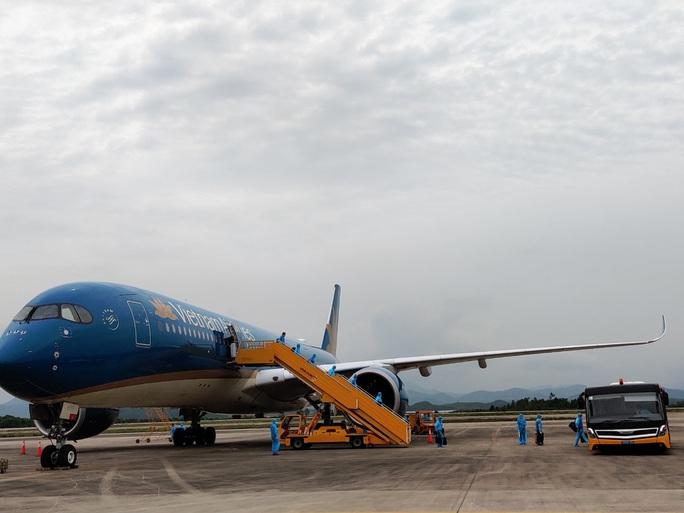 Sân bay Vân Đồn đón chuyến bay đầu tiên chở 150 chuyên gia từ Nhật Bản - Ảnh 6.