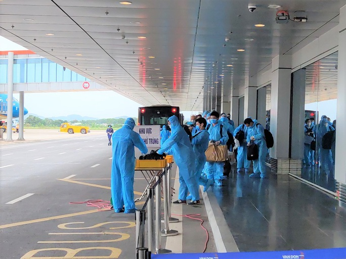Sân bay Vân Đồn đón chuyến bay đầu tiên chở 150 chuyên gia từ Nhật Bản - Ảnh 2.