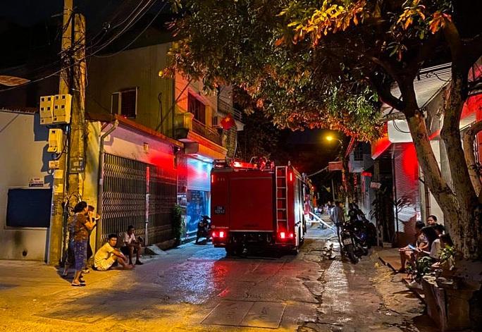 CLIP: Đền Quan Tam Lâm Du cháy rụi lúc nửa đêm - Ảnh 3.