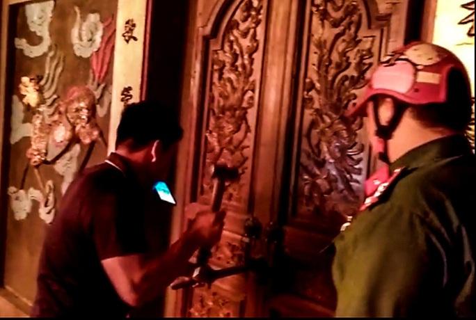 CLIP: Đền Quan Tam Lâm Du cháy rụi lúc nửa đêm - Ảnh 4.