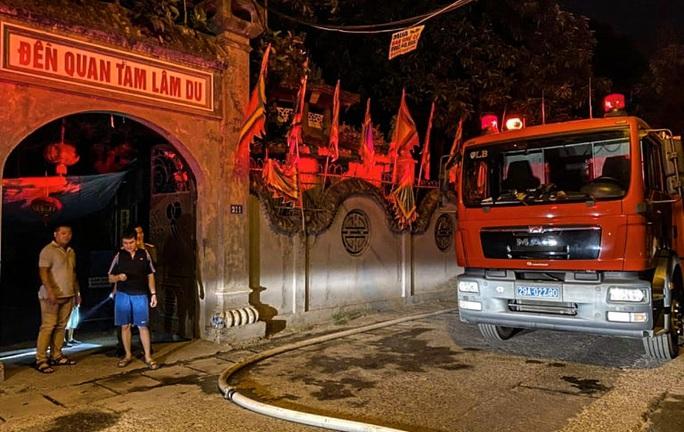 CLIP: Đền Quan Tam Lâm Du cháy rụi lúc nửa đêm - Ảnh 5.