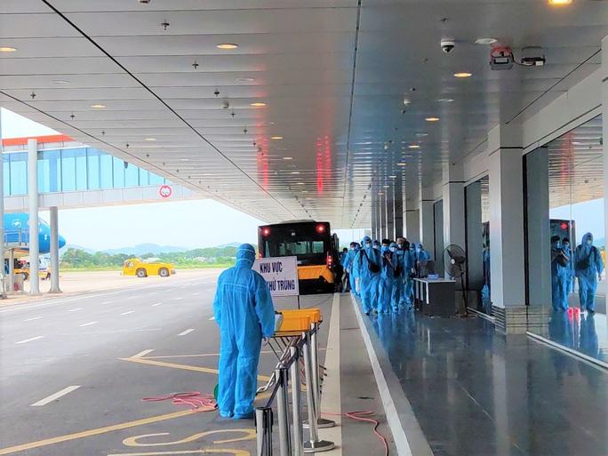 Sân bay Vân Đồn đón chuyến bay đầu tiên chở 150 chuyên gia từ Nhật Bản - Ảnh 7.