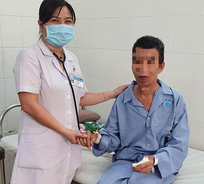 Nuốt phải xương đầu cá tra, người đàn ông nhập viện cấp cứu - Ảnh 3.