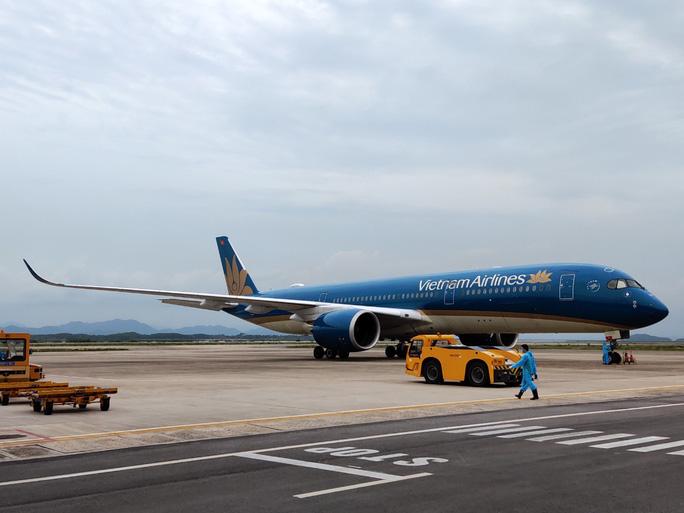 Sân bay Vân Đồn đón chuyến bay đầu tiên chở 150 chuyên gia từ Nhật Bản - Ảnh 8.