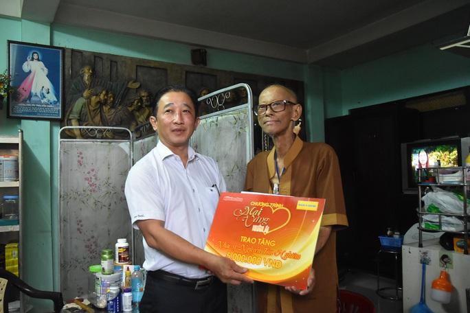 Mai Vàng nhân ái thăm nhạc sĩ Nguyễn Tôn Nghiêm và đào võ Thanh Thế - Ảnh 1.