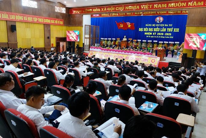 Bí thư Quảng Ngãi dự đại hội Đảng bộ huyện nhưng bất ngờ không trực tiếp chỉ đạo - Ảnh 1.