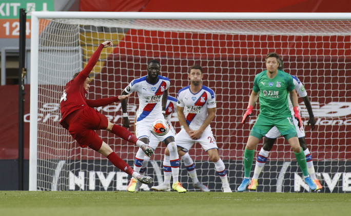 Liverpool vùi dập Crystal Palace, chờ Man City dâng ngôi vương - Ảnh 1.
