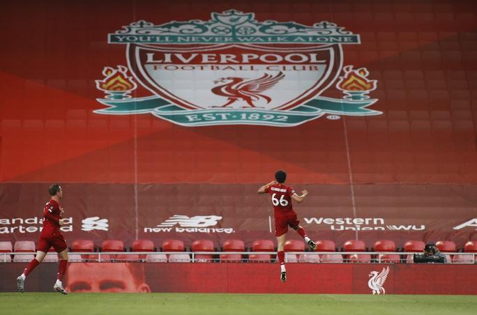 Liverpool vùi dập Crystal Palace, chờ Man City dâng ngôi vương - Ảnh 3.