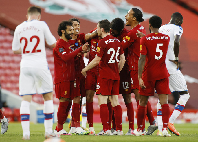 Liverpool vùi dập Crystal Palace, chờ Man City dâng ngôi vương - Ảnh 7.