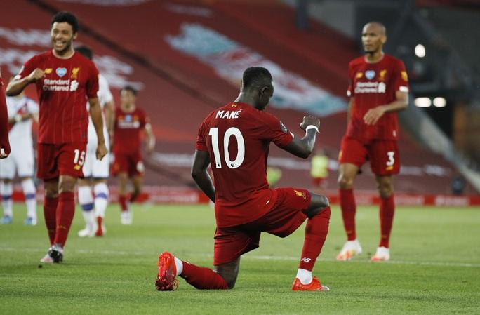 Liverpool vùi dập Crystal Palace, chờ Man City dâng ngôi vương - Ảnh 6.