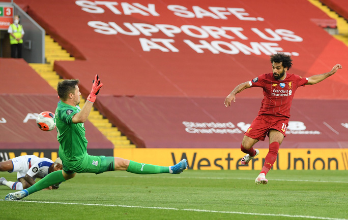 Liverpool vùi dập Crystal Palace, chờ Man City dâng ngôi vương - Ảnh 4.