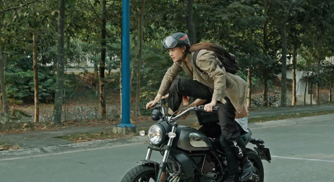 """Minh Hằng thu hút trong trailer """"Kẻ săn tin"""" - Ảnh 5."""