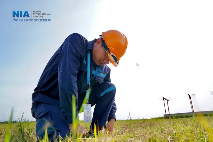 Đột nhập khu bay Nội Bài trong cái nắng nóng cực điểm hơn 62 độ C - Ảnh 36.