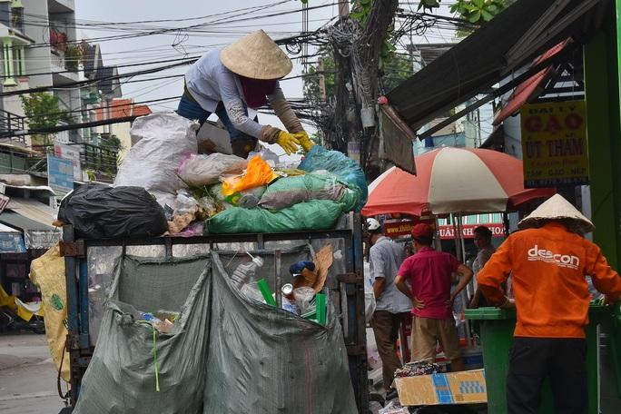 Phân loại rác tại nguồn: Khó cũng phải làm! - Ảnh 1.