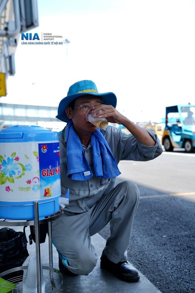 Đột nhập khu bay Nội Bài trong cái nắng nóng cực điểm hơn 62 độ C - Ảnh 13.