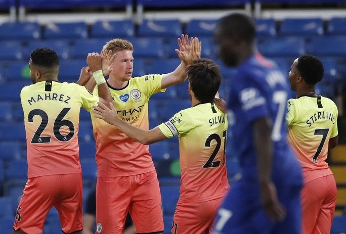 Thảm bại trước Chelsea, Man City dâng ngôi vô địch cho Liverpool - Ảnh 4.