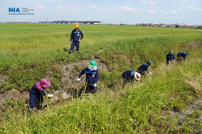 Đột nhập khu bay Nội Bài trong cái nắng nóng cực điểm hơn 62 độ C - Ảnh 15.