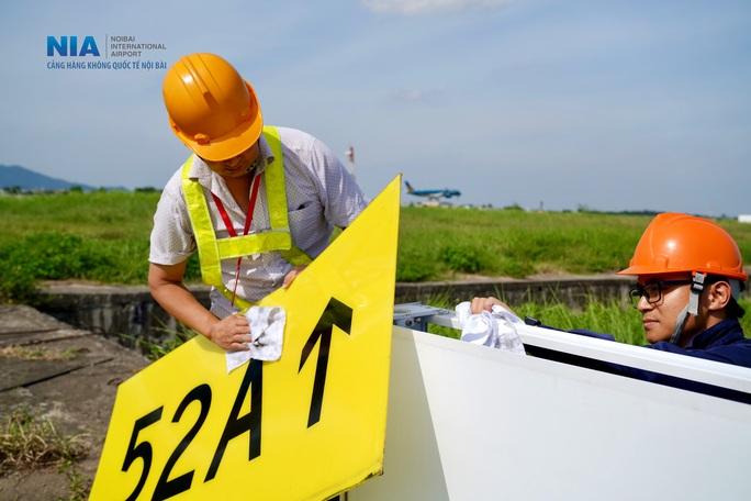 Đột nhập khu bay Nội Bài trong cái nắng nóng cực điểm hơn 62 độ C - Ảnh 10.