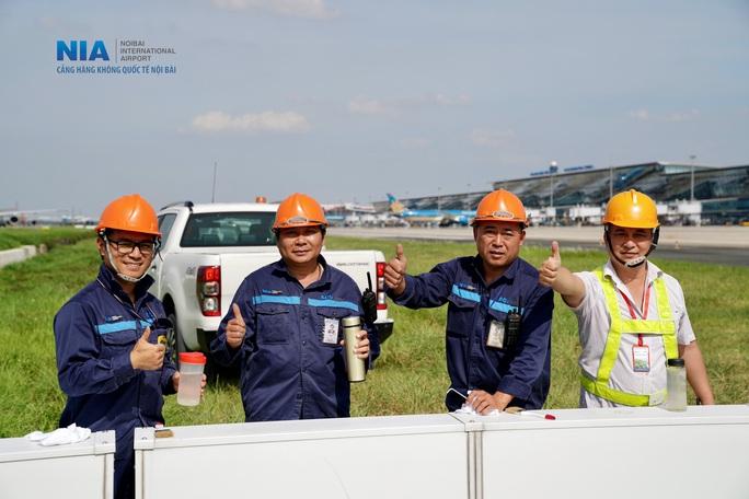 Đột nhập khu bay Nội Bài trong cái nắng nóng cực điểm hơn 62 độ C - Ảnh 39.