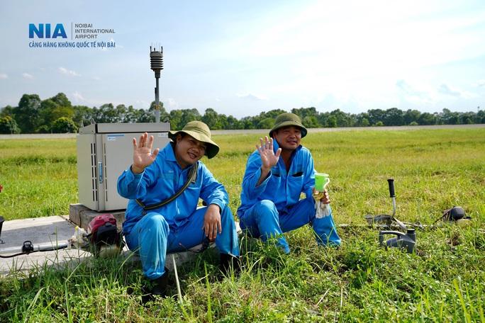 Đột nhập khu bay Nội Bài trong cái nắng nóng cực điểm hơn 62 độ C - Ảnh 38.
