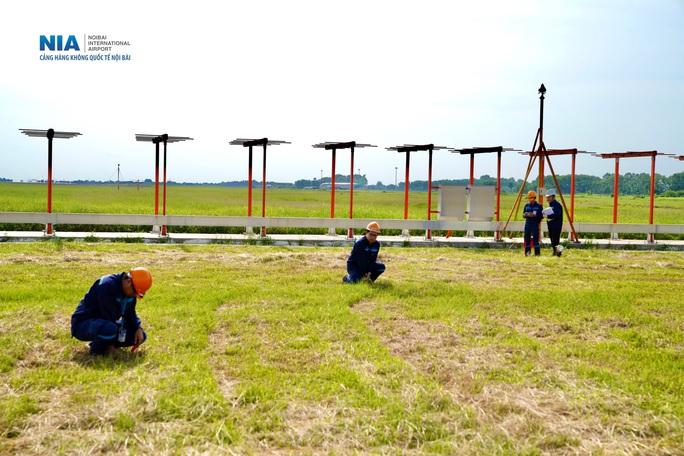 Đột nhập khu bay Nội Bài trong cái nắng nóng cực điểm hơn 62 độ C - Ảnh 9.