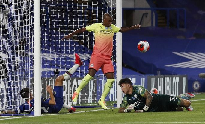 Thảm bại trước Chelsea, Man City dâng ngôi vô địch cho Liverpool - Ảnh 5.